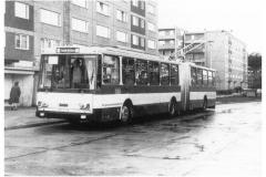 """Bild 13: Testfahrzeug SKODA """"15Tr"""", 1989, an der Haltestelle Salvador-Allende-Straße (K. Reichenbach - Plauen)"""