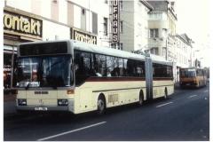 """Bild 14: MERCEDES-BENZ-Duobus """"0405GTD"""" aus Esslingen als Leihgabe zum 50. Obus-Jubiläum im Eberswalde im November 1990 (R. Krüger - Eberswalde)"""