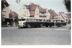 """Bild 5: LOWA-Obus """"W602a"""", ab 1951 mit Anhänger LOWA """"W700"""", ab 1953, in Westend, Boldstraße (W. Schreiner - Leipzig)"""