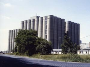 Getreidesilos - Herzstück des Betriebes